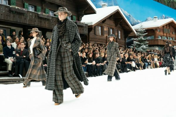 Тиждень моди в Парижі без метра модної індустрії Карла Лагерфельда