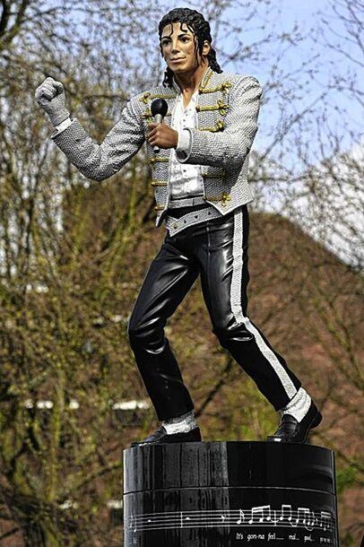 Знамениту статую Майкла Джексона в Лондоні вирішили демонтувати